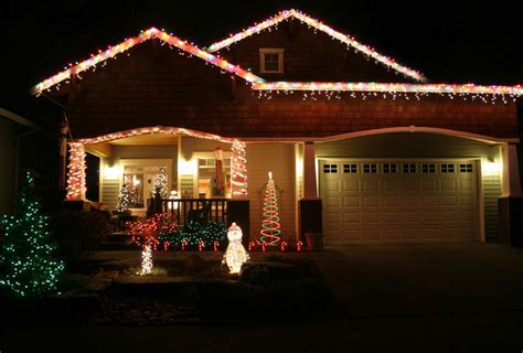 outdoor decorating tips   hang christmas lights