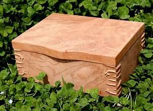Traditional Japanese Work by Kintaro Yazawa: Box With