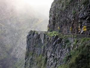 File:Cliff side road to Curral das Freiras.jpg