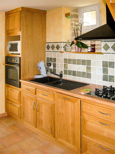 cuisine hetre clair cuisine chene massif vernis naturel plan de travail en