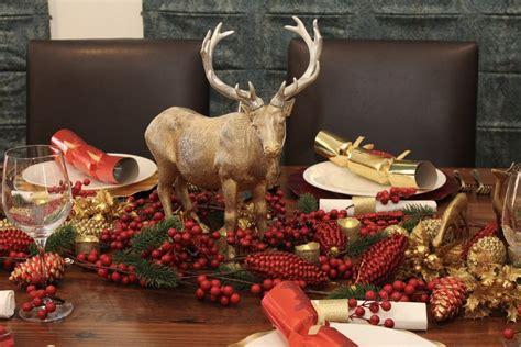 christmas table setting red  gold christmas