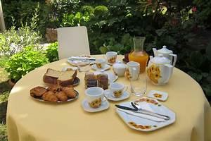 Table Petit Dejeuner Lit : cr ation baka lila d coration table petit d jeuner ~ Teatrodelosmanantiales.com Idées de Décoration
