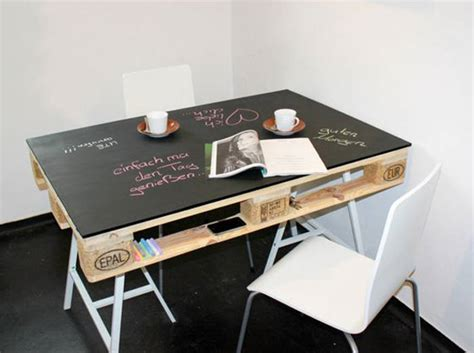 bureau en palette de bois la palette en bois dans tous ses états décoration
