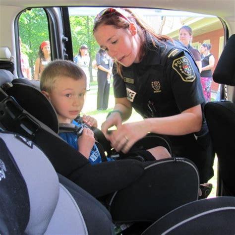 attache siege bebe votre enfant est il en sécurité dans siège d 39 auto
