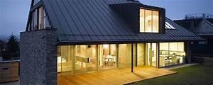 Moderní dům se sedlovou střechou