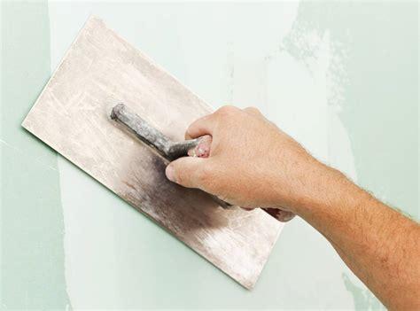 enduit de lissage sur carrelage comment appliquer un enduit lissage sur mur pratique fr