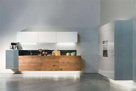 Cucina Con Dispensa by Una Cucina In Legno Altamente Tecnologica Lago Design