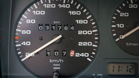 der kilometerstand beim auto  ist viel