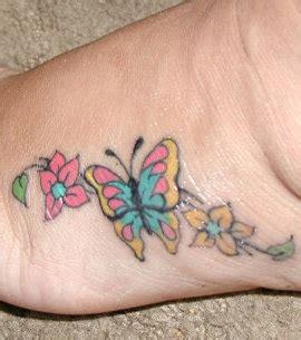 photo tatouage sur le pied d une femme repr 233 sentant des papillons