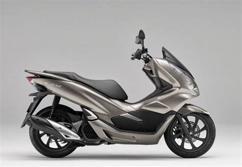 2019 Honda Pcx150 Scooter Review / Specs + New Changes!