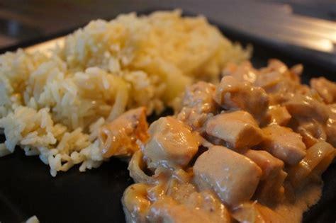appareil qui cuisine tout seul poulet sauce yaourt et mourtade accompagné d 39 un riz pilaf