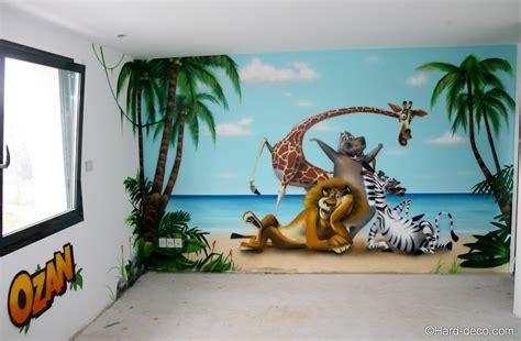 idée couleur chambre bébé fille fresque déco sur le thème de madagascar et ses personnages