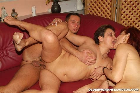 Horny Grannies Threesome 2730