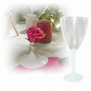 Verre à Eau à Pied : verres eau jetable avec pied blanc sur decorations pour ~ Teatrodelosmanantiales.com Idées de Décoration