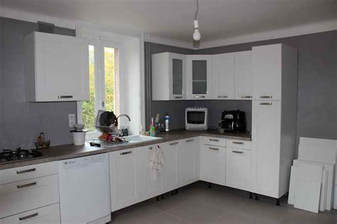 couleur de peinture pour une cuisine cuisine peinte en gris cuisine grise laque cuisine grise