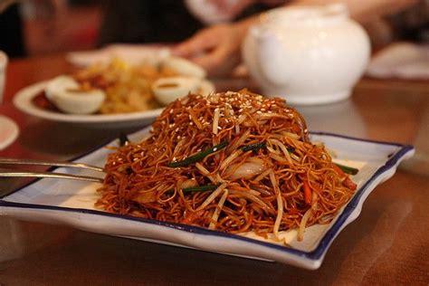 cuisiner nouilles chinoises nouilles chinoises sautées aux légumes et au porc