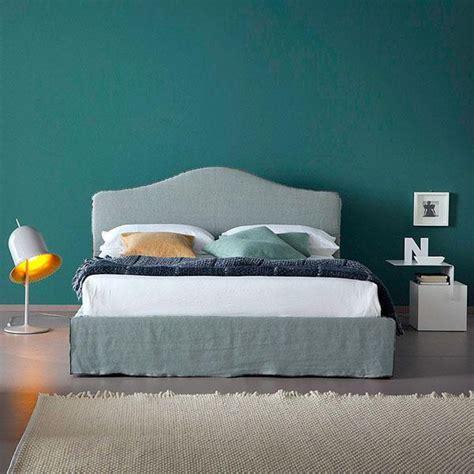 parete dietro il letto colore  decorazione  idee