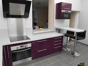 Cuisine Couleur Aubergine : cuisine blanche mur aubergine avec des ~ Premium-room.com Idées de Décoration
