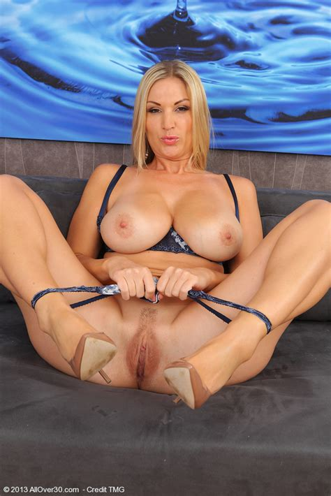 hot blonde milf carol s flaunt her kitty milf fox