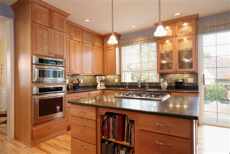 Honey Oak Kitchen Cabinets Kitchen Traditional With