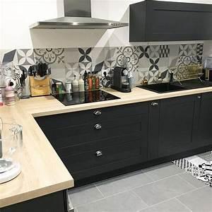 Meuble De Cuisine Noir : cuisine noir et bois petite cuisine design meubles rangement ~ Teatrodelosmanantiales.com Idées de Décoration