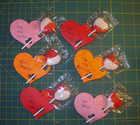 These easy valentine cards are so quick to make and super sweet. Handmade Happiness: Kids Valentine's Cards with the Cricut