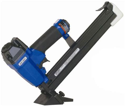 Bostitch Engineered Flooring Stapler Manual by How To Use Manual Hardwood Floor Nailer