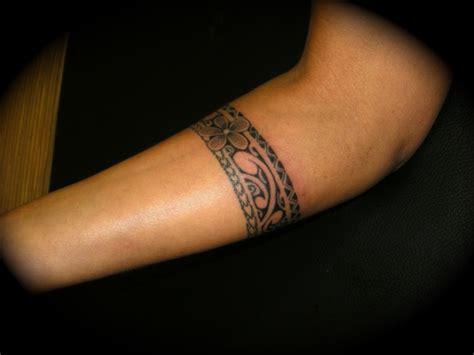 modele tatouage bracelet bras homme