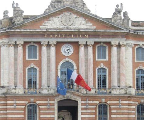bureau de change toulouse capitole des drapeaux arrachés place du capitole à toulouse la