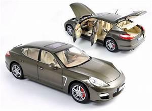 Voiture Playmobil Porsche : d tails du produit norev porsche panamera turbo grise le temple des jouets ~ Melissatoandfro.com Idées de Décoration