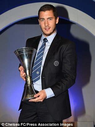 eden hazard wins chelsea player   year award