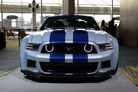closer     speed ford mustang