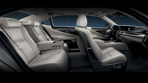 9 Most Luxurious Car Options