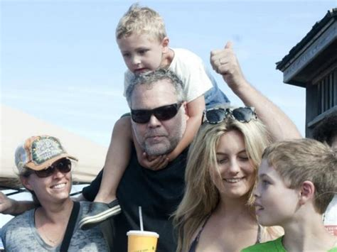 law  order star cleans   coney island sand