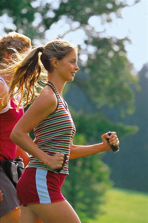gesundheitssport walking gelenkschonender sport bilder