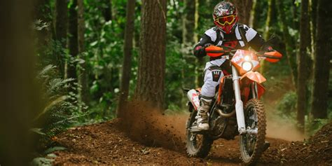 atv motocross racing the difference between a motocross bike trail bike