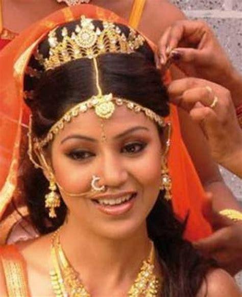 Inspiring 15 Indian Bridal Hairstyles   HairzStyle.Com