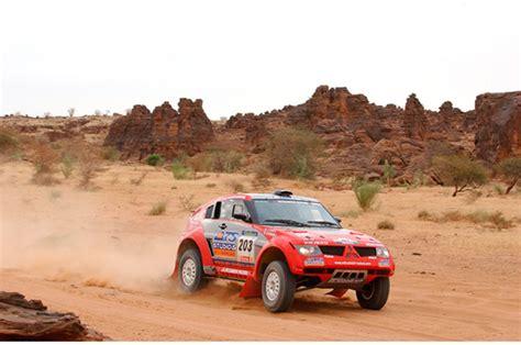 Kaos Rally Dakar Mitsubishi Pajero a gallery of mitsubishi s dakar rally cars japanese