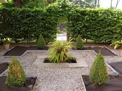 gravel courtyard pea gravel courtyard curb appeal pinterest