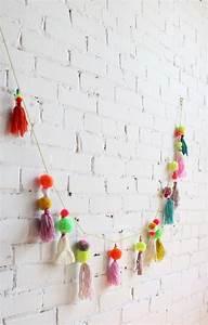 Guirlande De Pompon : pompom garland guirlande de pompon craft lab pinterest girlanden mobiles und diy projekte ~ Teatrodelosmanantiales.com Idées de Décoration