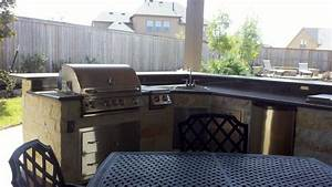 L-Shaped Outdoor Kitchen with Raised Bar traditional-pool