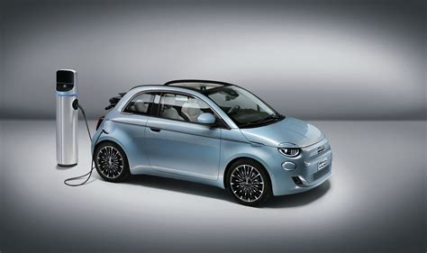 Choose between cult, connect, dolcevita and sport. Elektroauto Fiat 500 in First Edition fast ausverkauft ...