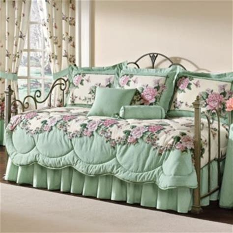 shabby chic daybed bedding how to find the best daybed bedding quilting pinterest