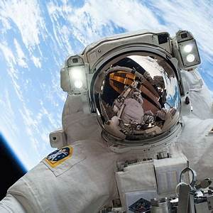 NASA Astronaut Mike Hopkins Snaps The Best Selfie Of 2013 ...