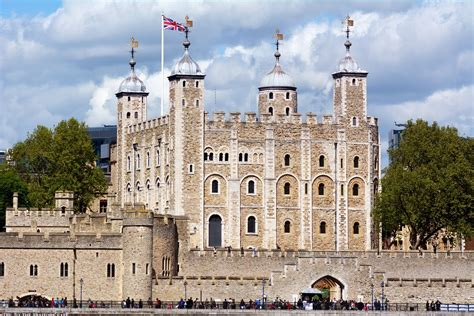 Visiting The Tower of London   Travel Blue Book