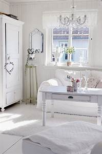 Schlafzimmer Weiße Möbel : schlafzimmer ideen gestaltung shabby chic wei e m bel kronleuchter bedroom pinterest ~ Markanthonyermac.com Haus und Dekorationen