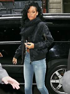 Rihanna Flashes A Smile In New York Pictures Of The Week