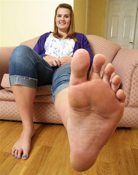 Teenage Girl Has Size 14 Feet