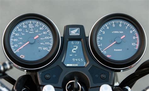 082714-2014-honda-cb1100-clocks