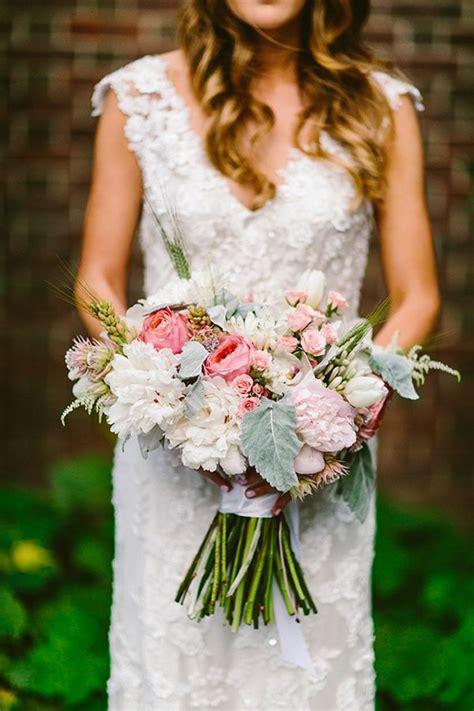 robe de chambre pourquoi opter pour un bouquet de mariée rond